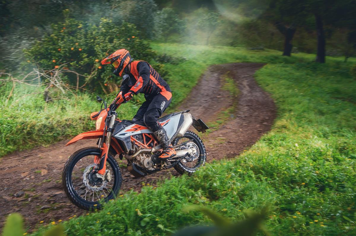 KTM Vertragshändler Motorradsport Schmitt - STREET OR DIRT? KTM 690 SMC R UND KTM 690 ENDURO R